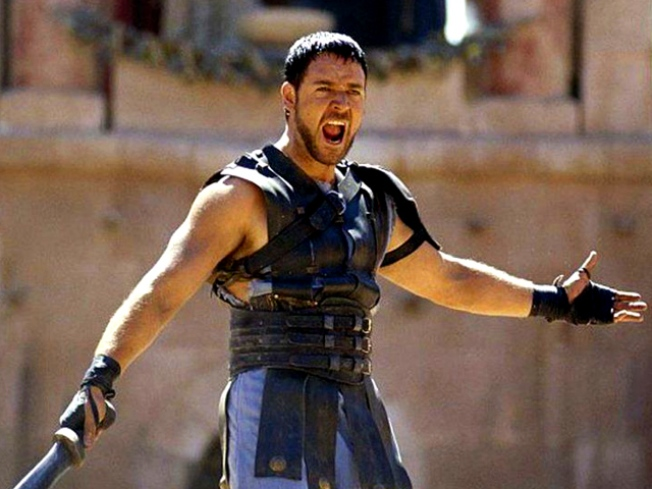 "Russell Crowe Visits the Colosseum 10 Years After ""Gladiator"""