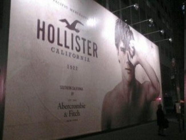 hollister muslim Jeans for men looking for the perfect jeans abercrombie & fitch jeans for men come in an amazing assortment of styles featuring quality craftsmanship since 1892.