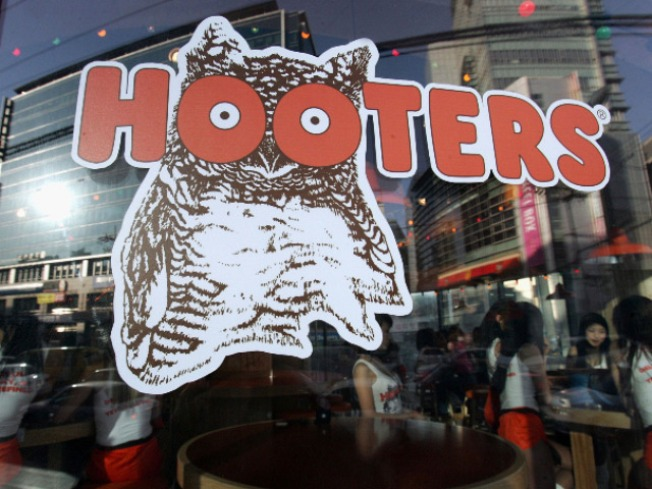 Women's Organization Slams Hooters for Catering to Children