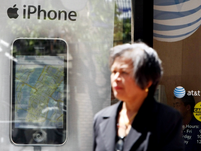 Judge OKs iPhone Class-Action Suit Against Apple, AT&T