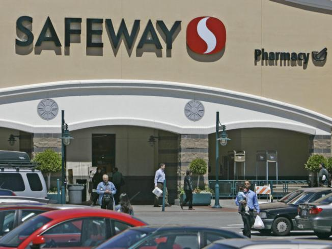 Safeway Posts 4Q Loss