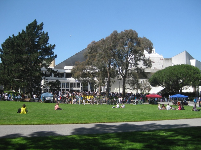 Local University Guarantees Admission to Bay Area Students