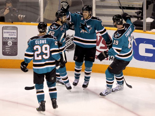 Pavelski Leads Sharks Past Red Wings