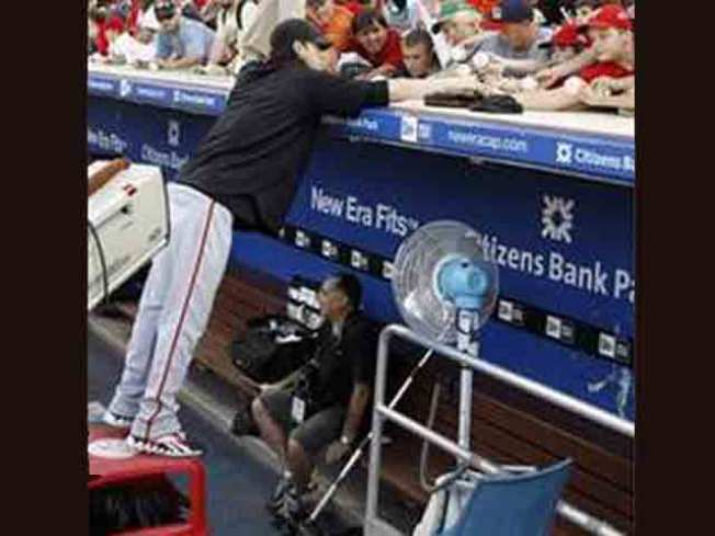 Lincecum Stands on Trash Cans for Autograph Hounds