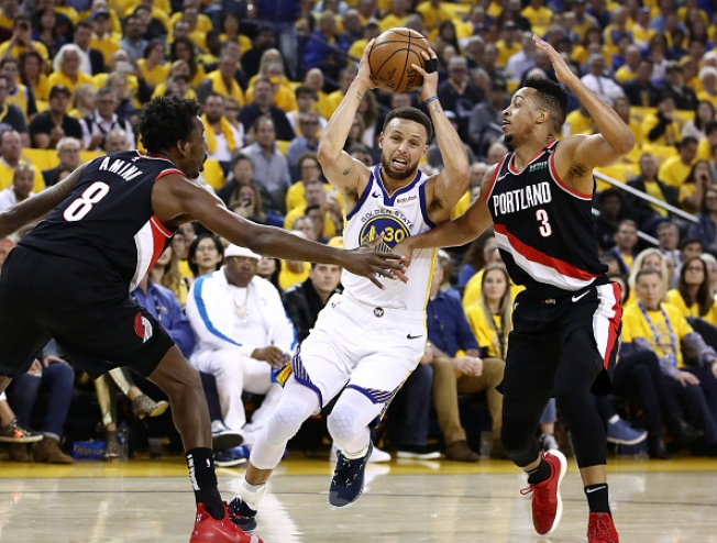 Splash Brothers Take Over as Warriors Top Blazers in Game 1