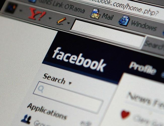 Facebook Invades Golden Globes