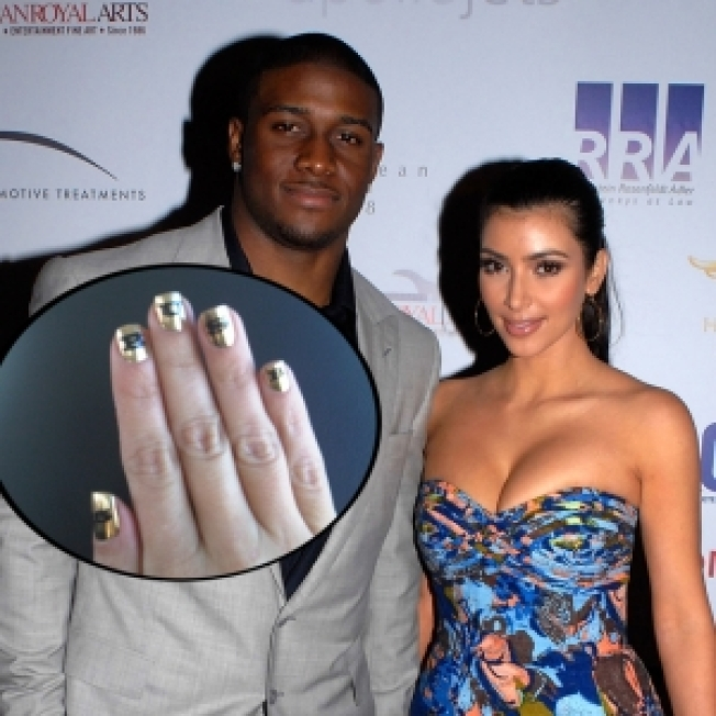 Kim Kardashian Supports Reggie Bush with Super Bowl Manicure