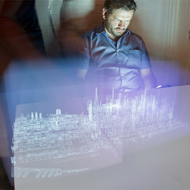 Holographic Art Is Now as Simple as Light Painting With the iPad