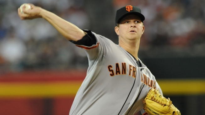 Giants Take Diamondbacks 5-2