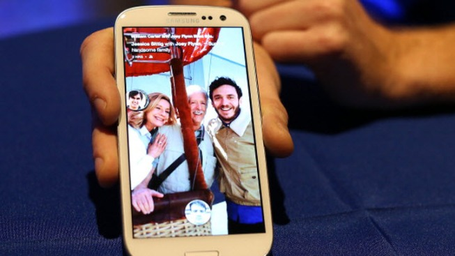 """Facebook Unveils """"Home,"""" New Mobile Experience"""