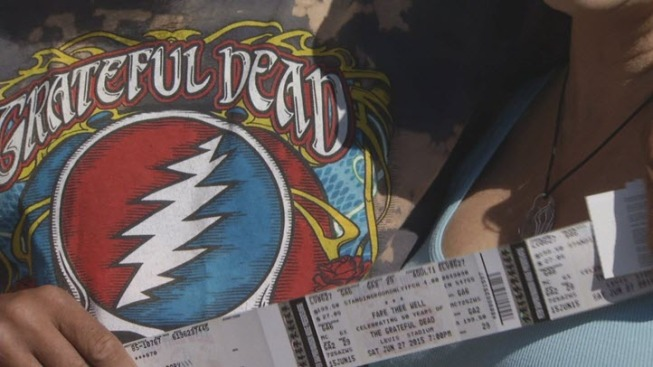 """This is Like a Family Reunion"": Deadheads Unite for Grateful Dead's ""Fare Thee Well"" Tour at Levi's Stadium"