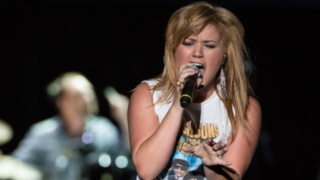 "Kelly Clarkson ""So Getting Married"" to Boyfriend Brandon Blackstock, ""Taking It Slow"" For Now"