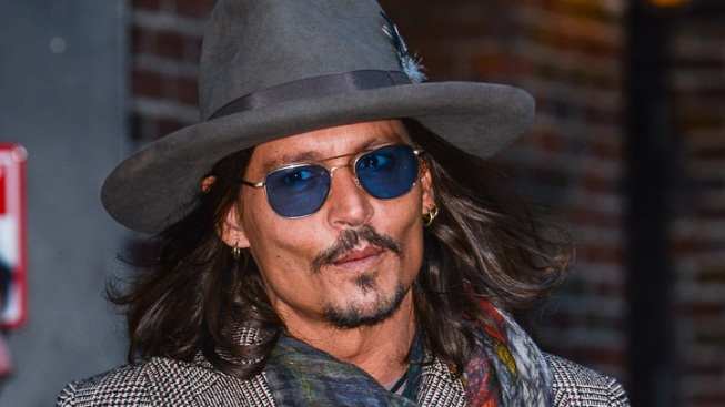 """Johnny Depp Kisses Jimmy Kimmel After Host Says """"Lone Ranger"""" Star Has a """"Beautiful Face"""""""