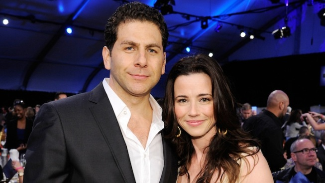 """Mad Men"" Star Linda Cardellini Engaged"