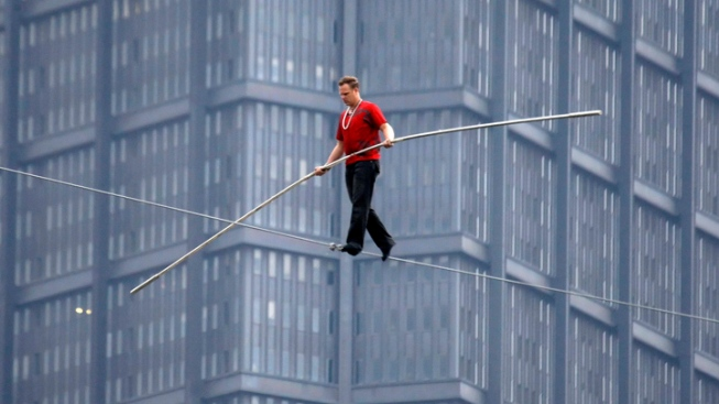 Nik Wallenda To Walk Tightrope Between Chicago Skyscrapers