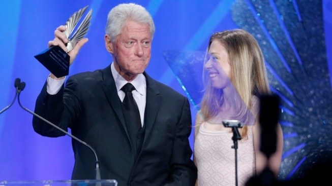"Bill Clinton, ""The New Normal"" Honored at GLAAD Awards"