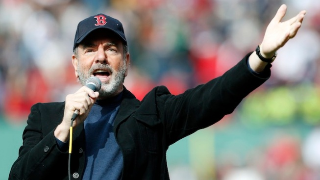 "Neil Diamond Surprises Boston Crowd, Sings ""Sweet Caroline"""