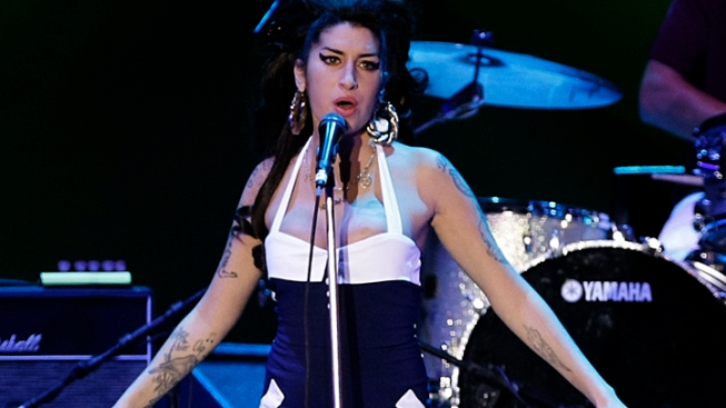 Amy Winehouse Booed at Concert