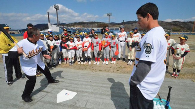 A's, Mariners Doing Charity Work in Japan