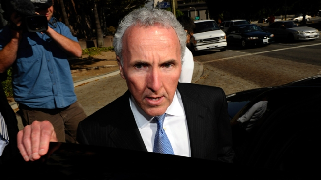 Dodgers, McCourt Fight Stow Lawsuit
