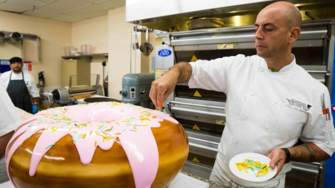 Desert Resort to Unveil 100-Pound Doughnut