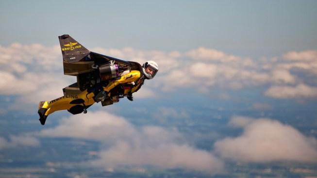 """""""Jetman"""" Makes First U.S. Airshow Flight"""