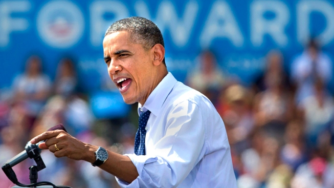 Obama Edges Romney in August Fundraising
