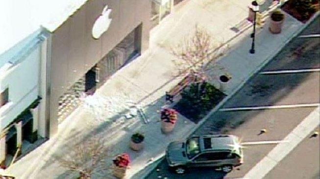 Fatal Gun Battle at San Diego Apple Store
