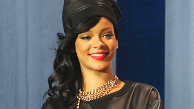 Rihanna to Produce, Star in Fashion Reality TV Show