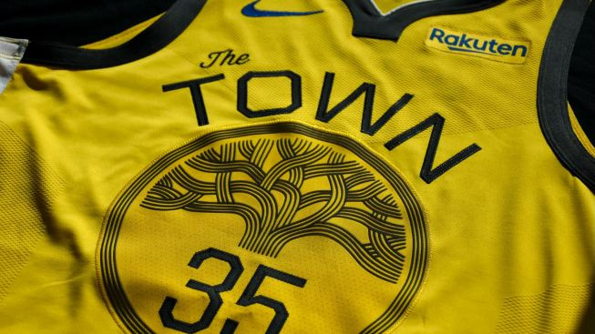 best service 18634 8904d Warriors Unveil New Uniform for Christmas Day, 7 Other Games ...