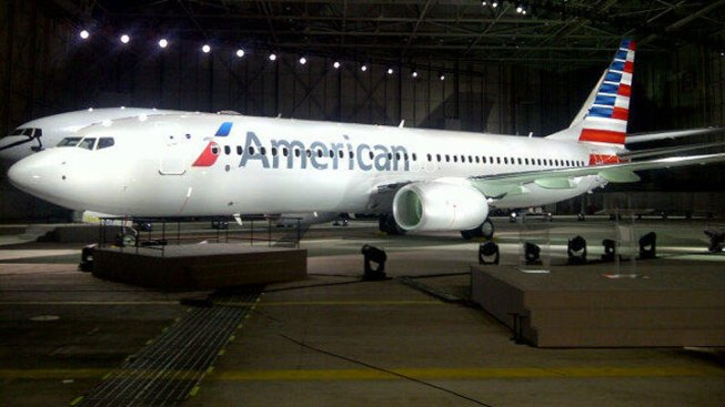 """American Airlines Apologizes for """"Deaf and Dumb"""" Note"""