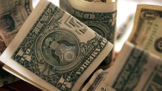 Man Tosses 1,000 Dollar Bills At Mall