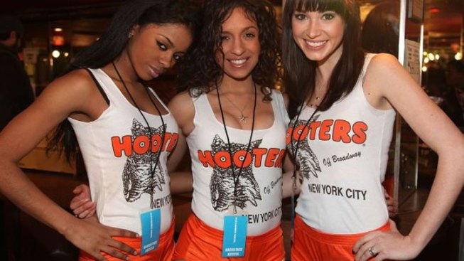 Hooters Taking Flight Out of San Francisco