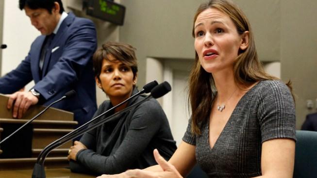 Halle Berry, Jennifer Garner Urge Support for Calif. Paparazzi Bill