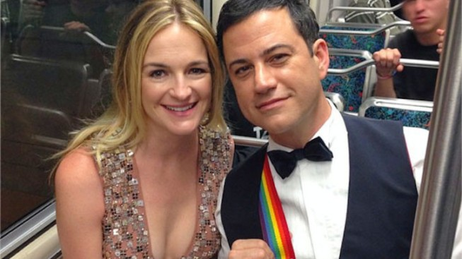 Jimmy Kimmel Wears Rainbow Mork Suspenders in Honor of Robin Williams, Takes Metro to the Emmys