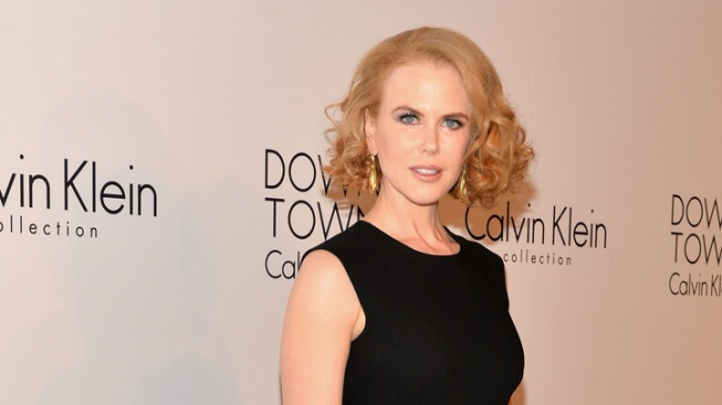 Nicole Kidman Knocked Down by Bike on NYC Sidewalk
