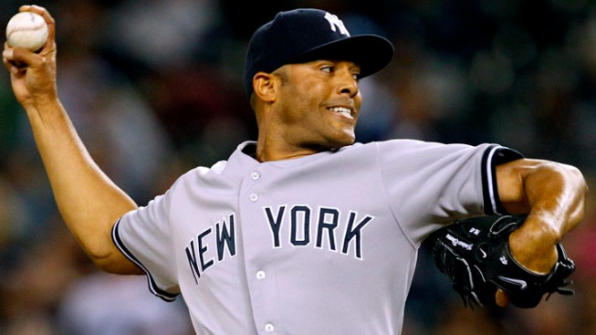 Yankees' Rivera Tears ACL, Throwing Career in Jeopardy