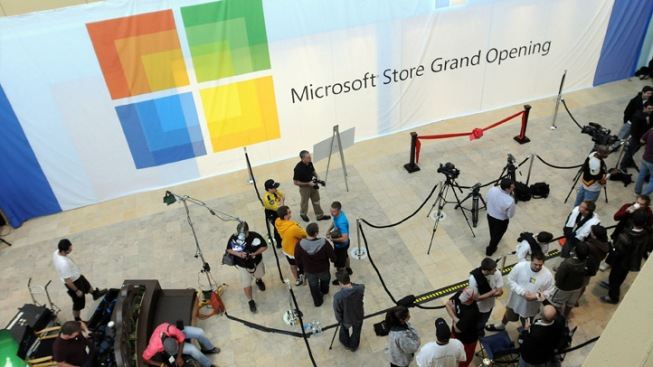 Jerry Rice, Kelly Clarkson Help Open New Microsoft Store