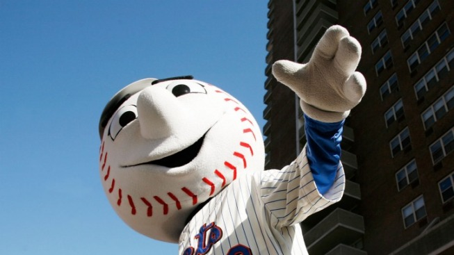 "Secret Service Agent Threatened to ""Go for the Kill Shot"" If Mr. Met Approached President: Book Excerpt"