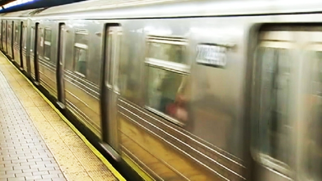 Man Stabbed in the Eye on Subway Platform: Cops