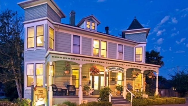 Pacific Grove Glow: Christmas at the Inns