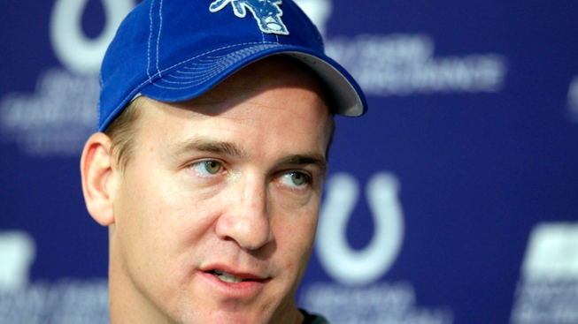 Manning Re-Ups With Colts for 5 More Years