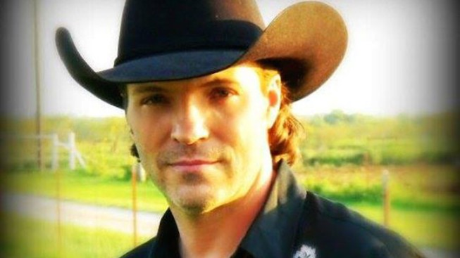 Country Singer Daron Norwood Dies in Texas Apartment