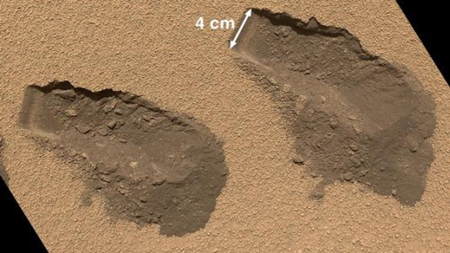 "Scoop From Mars: Curiosity Finds ""Complex Chemistry,"" No Surprises in Soil"