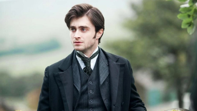 Daniel Radcliffe Wears Period Costume, Looks Frightened in New Trailer