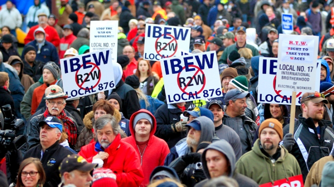 """Mich. Governor Signs """"Right-to-Work"""" Bills Over Protests"""