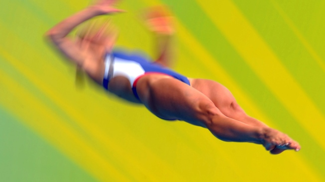 Olympic Viewing Guide - Divers Johnston and Bryant in Sync So Far