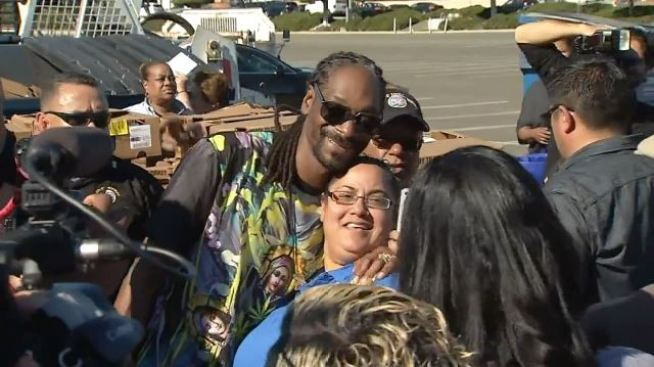 Snoop Dogg Returns to Give Out Turkeys in Inglewood