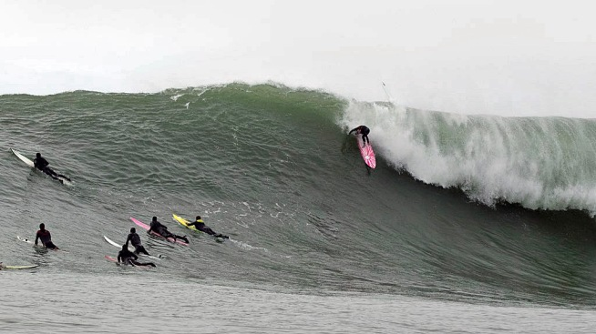 Pro Surfing League to Pay Women Competitors the Same as Men