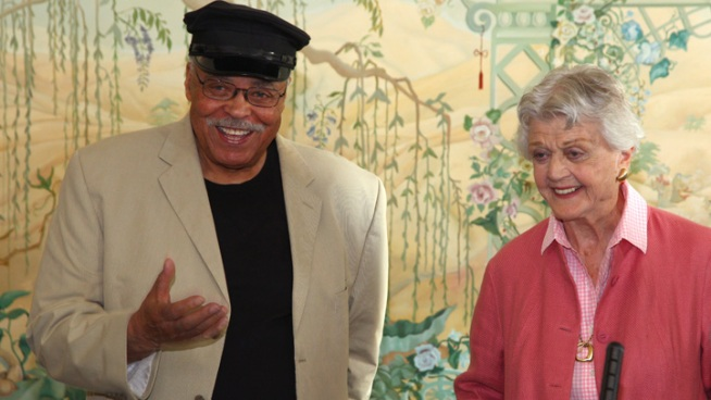 "James Earl Jones to Star in ""Driving Miss Daisy"""